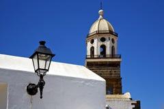 Teguise Lanzarote Ισπανία ο πύργος κουδουνιών εκκλησιών πεζουλιών μέσα Στοκ εικόνες με δικαίωμα ελεύθερης χρήσης