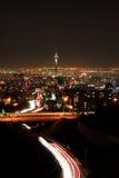 Teheran horisont som är upplyst på natten Royaltyfri Foto