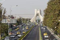 TEHERAN IRAN, PAŹDZIERNIK, - 03, 2016: Azadi wierza lokalizować przy Azadi S Fotografia Royalty Free