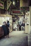 TEHERAN IRAN, PAŹDZIERNIK, - 03, 2016: Ludzie w środkowym bazarze świrony Obrazy Royalty Free