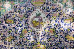 TEHERAN IRAN, PAŹDZIERNIK, - 05, 2016: Stara mozaiki ściana w Golestan pa Fotografia Stock