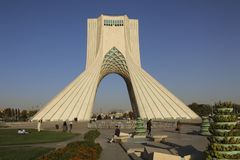 TEHERAN IRAN - SEPTEMBER 17, 2018: Azadi torn som är bekant som schah fotografering för bildbyråer