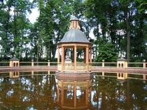 Teich Bosquet Menazheriyny im Sommergarten Stockfotos