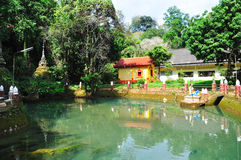 Teich in einem Tempel Stockfotos