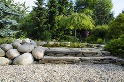 Teich im Garten Stockbilder