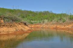Teich mit Mineralwasser auf dem Berg Stockbild