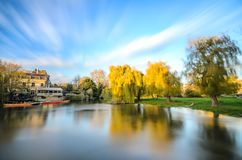 Teich nahe Fluss-Nocken in Cambridge stockbilder