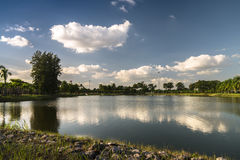 Teich in Nong Prajak Public Park Lizenzfreies Stockfoto