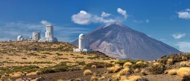 Teide observatorium och Volcano Teide Tenerife, kanariefågelöar Royaltyfria Bilder