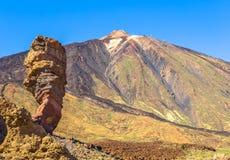 Teide och Roque Cinchado Royaltyfri Fotografi