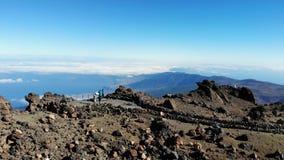 Teide-Vulkan an der Dämmerung im Dezember, Kanarische Inseln Teneriffas Ansicht des Vulkans, ein Brummen fliegend Vulkan-versengt stock video