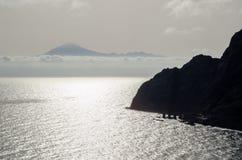 Teide vulkan i Tenerife som ses från den LaGomera ön Kanariefågel isl royaltyfria bilder