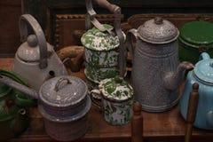Teiera d'annata della vecchia retro brocca del bollitore fatta dalla cucina antica tradizionale del metallo Fotografie Stock Libere da Diritti