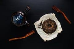 Teiera e tè asciutto di verde Immagine Stock Libera da Diritti