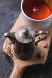 Teiera e tazza di tè Fotografia Stock Libera da Diritti