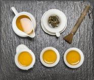 Teiera e tazze bianche Cerimonia di tè del cinese tradizionale Immagini Stock Libere da Diritti