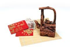 Teiera fortunata cinese dell'argilla e dei soldi Fotografia Stock