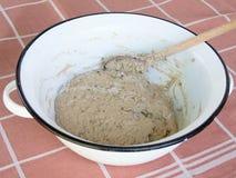 Teig des selbst gemachten Brotes Stockfotografie