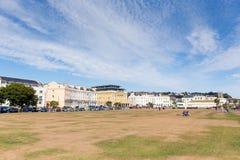 Teignmouth德文郡沿海岸区的海滩草坪 免版税库存图片
