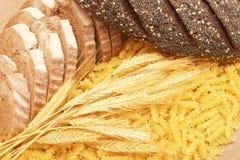 Teigwaren, Brot und Ohren. Lizenzfreies Stockfoto