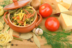 Teigwaren, Käse und Gewürze Lizenzfreie Stockfotos