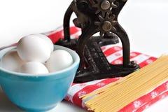 Teigwaren-Maschine der Großmutter Lizenzfreie Stockfotografie