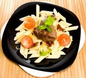 Teigwaren mit einem Fleisch lizenzfreies stockfoto