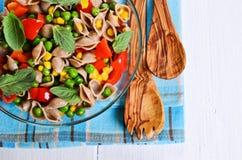 Teigwaren mit Gemüse Stockfotografie