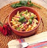 Teigwaren mit Gemüse und Schinken Lizenzfreies Stockfoto