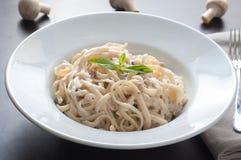Teigwaren mit Pilzen stockfoto