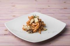 Teigwaren mit Pilzen Lizenzfreie Stockfotos