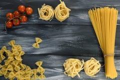 Teigwaren mit Tomaten stockbilder