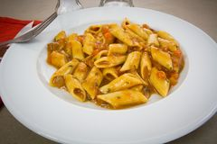 Teigwaren mit Tomatensauce Lizenzfreies Stockfoto