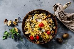 Teigwaren-Spaghettis alle Vongole-Meeresfrüchteteigwaren mit Muscheln stockbild
