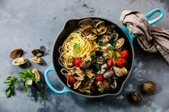 Teigwaren-Spaghettis alle Vongole-Meeresfrüchteteigwaren mit Muscheln stockfotografie