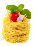 Teigwaren, Tomate, Basilikum, Knoblauch - italienisches Kochen Stockbild