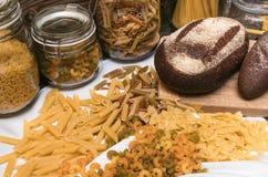 Teigwaren und Brot lizenzfreie stockfotos