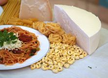Teigwaren und Spaghettis lizenzfreie stockbilder