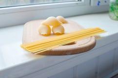 Teigwaren und Spaghettis ungekocht Lizenzfreie Stockfotografie