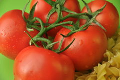 Teigwaren und Tomaten Stockbild