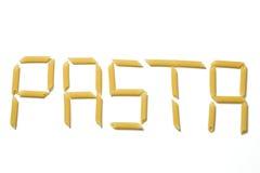 Teigwarenbuchstaben auf einem weißen Hintergrund Stockfotos
