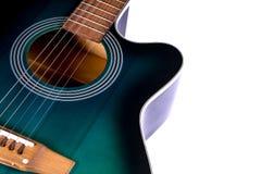 Teil der Akustikgitarre, lokalisiert auf einem Weiß Lizenzfreie Stockfotografie
