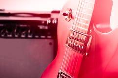 Teil der E-Gitarre auf hölzernem Hintergrund Alte Art Stockbilder