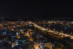 Teil der Nachtstadt von Nha Trang, der Kai-Fluss Lizenzfreies Stockbild