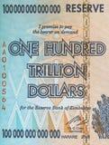 Teil der Rechnung von Simbabwe, mit dem Nennwert von hundert Trillion Dollar Lizenzfreies Stockfoto