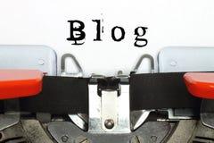 Teil der Schreibmaschine mit geschriebenem Blogwort Lizenzfreie Stockfotos