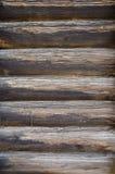 Teil der Wand hergestellt von den hölzernen Klotz lizenzfreie stockfotografie