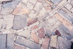 Teil des Bürgersteigs aus verschiedenen farbigen Steinen als backg bestehend Lizenzfreies Stockfoto