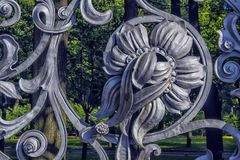 Teil des Gartenzauns Mikhailovsky (Michael) lizenzfreie stockfotos