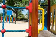 Teil des modernen bunten Kinderspielplatzes Stockbild
